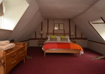 Bedroom Keep Cottage - Egyptian Cotton Sheets, feather Duvet - relaxing holiday and best nights sleep -