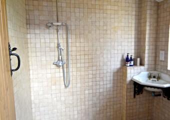 Keep Cottage Wet room on ground floor