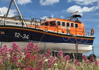 lifeboat -sprint in suffolk