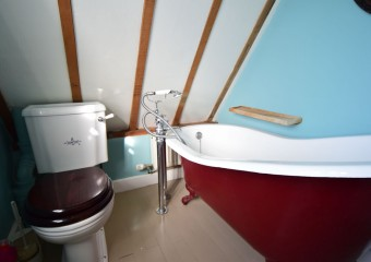 Family bothroom - delightful roll top bath
